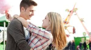 Tanda Seorang Pria Serius Dalam Menjalani Hubungan Jarak Jauh