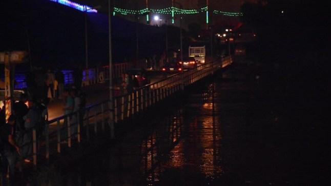 واسط تغلق جسر الكرامة الحديدي في إجراء احترازي بعد ارتفاع مناسيب دجلة