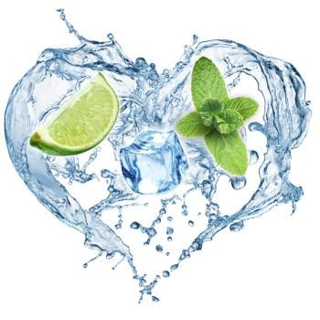 Gefiltertes Wasser: Trinkwasser verfeinert mit Limonen - erfrischend