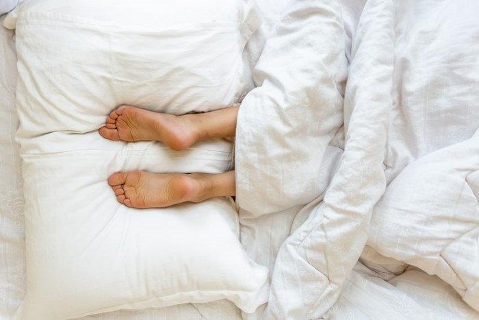 reuse the old pillow as a leg pillow