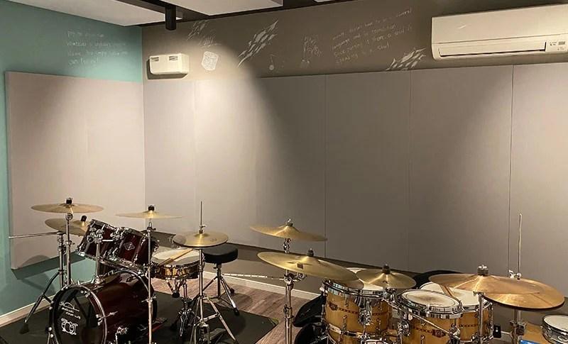 望月ドラム教室内装