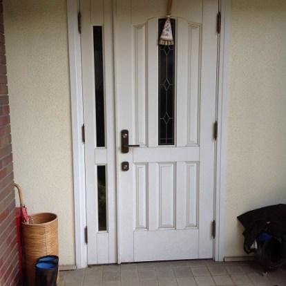 白色玄関ドア