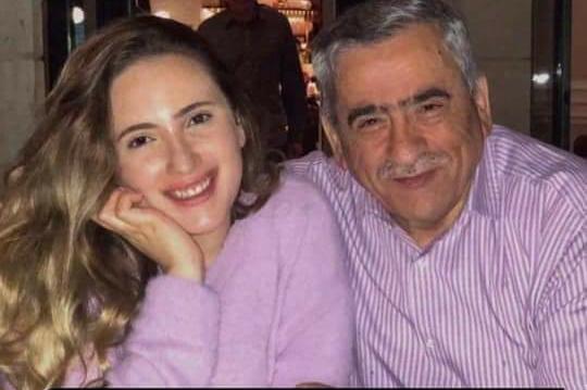 زينة ابنة نذير عبيدات تعزي ضحايا فاجعة السلط وتشد من عضد والدها
