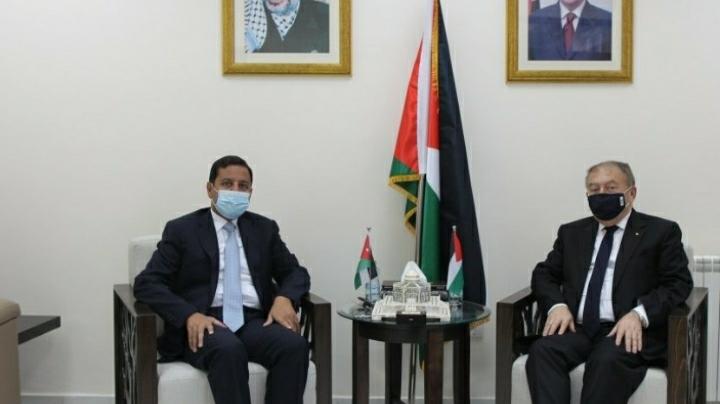 السفير الأردني ووزير الاقتصاد الفلسطيني يبحثان تعزيز العلاقات الاقتصادية