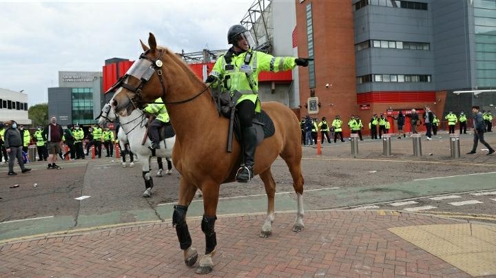 رسميا.. تأجيل مباراة مانشستر يونايتد وليفربول لأسباب أمنية