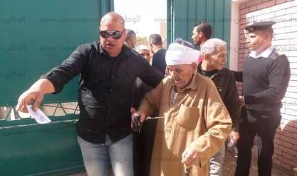 بالصور كبار السن في صدارة المشهد الانتخابي ومسن لو مت