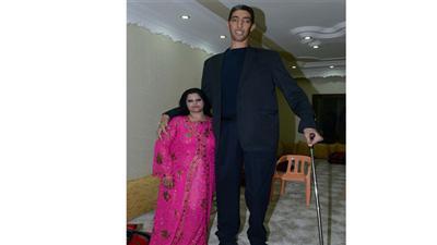 بالصور حفل زفاف أطول رجل في العالم على سيدة أقصر منه بـ متر