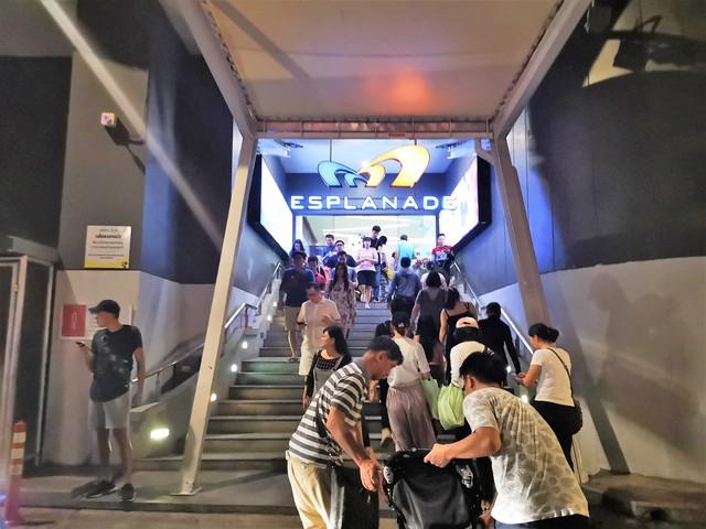 【バンコク】まるで宝石箱!インスタ映えで有名な タラートロットファイ・ラチャダー へのアクセスや撮影スポットをご紹介。