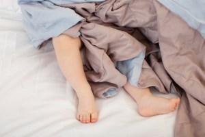 おねしょ布団はどう洗う?正しい対処方法で臭いやシミもすっきり!