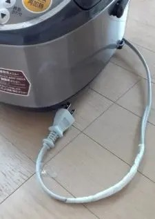 炊飯器のコード焼ける