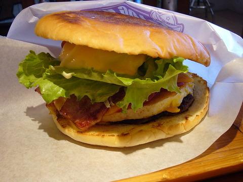 800px-The_Sasebo_burger_made_at_The_Logkit
