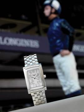 Dolce Vita Diamonds Ref: L5.502.4.07.6 Funciones: horas y minutos Fabricado en acero inoxidable, caja de 23 mm, índices engastados con diamantes, brazalete de acero inoxidable.