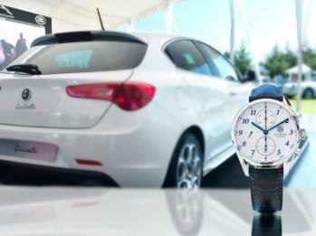 Carrera Calibre 16 Heritage Chronograph (blue) Movimiento: automático Frecuencia: 28,800 a/h Funciones: horas, minutos, segundos; fechador y cronógrafo Caja: 41 mm de acero / Alfa Romeo Giulietta Motor 4L de 230 hp / 340 lbs/ft Velocidad máxima: 242 km/h Aceleración: 6.8 seg