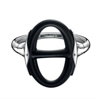 Chaîne D'ancre Yatchting. Este sobrio anillo de plata, muestra sus curvas redondeadas y un profundidad sin paralelo gracias al color del ébano.