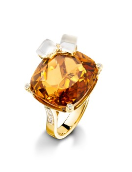 Whisky On The Rock Cocktail Inspiration: anillo de oro amarillo de 18K con un citrino talla cojín (aprox. 27 ct), 2 cuarzos tallados (aprox. 1,90 quilates) y 100 diamantes talla brillante (aprox. 0,74 ct). Ref.. G34LP300