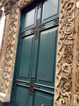 Puerta principal Av. Francisco I Madero