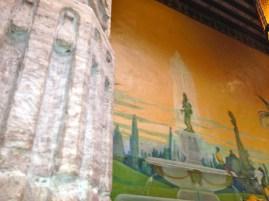 """Patio central, que da al mural """"Pavorreales"""" del artista húngaro Pacologue"""