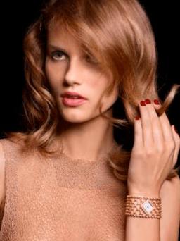 Colección Couture Précieuse // Reloj pulsera en oro rosado de 18 quilates engastado con 176 diamantes talla brillante (aprox. 13 quilates). Esfera plateada. Movimiento de cuarzo Piaget 56P. Ref. G0A38208.
