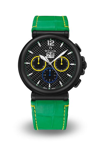 El ejemplar 2/3, una correa de piel de aligátor verde con costuras amarillas.