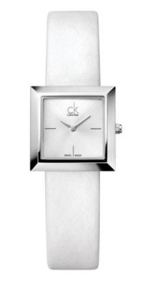 MARK // Inspirado en líneas graficas de arquitectura moderna, este bello reloj no necesita más adorno. La caja y caratula cuadrada se compensa con delicados índices a las 3, 6 y 9 horas, una delgada y genuina correa de piel o un impresionante brazalete mesh.
