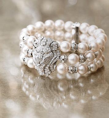 LION IMPÈRIAL // Las perlas juegan un papel protagónico en esta colección, brazaletes, pendientes y collares hacen juego con un anillo de oro blanco