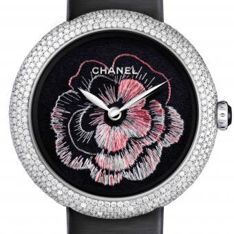 Chanel: Mademoiselle Prive Camelia