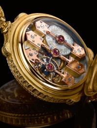 Engranaje fabricado en oro con acabados biselados y pulidos, reserva de marcha de 32 horas.