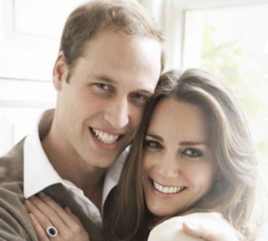 El famoso anillo de zafiro azul de Lady Di, ahora en manos de Catalina de Cambridge.