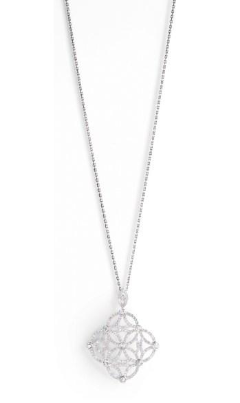 "Colgante Extremely Piaget ""Décor Dentelle"" en oro blanco de 18 quilates, engastado con 208 diamantes talla brillante (aprox. 3,47 quilates)."