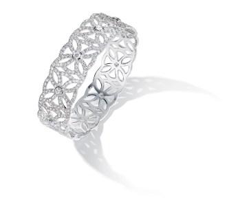 "Brazalete Extremely Piaget ""Décor Dentelle"" en oro blanco de 18 quilates, engastado con 901 diamantes talla brillante (aprox. 6,9 quilates)."