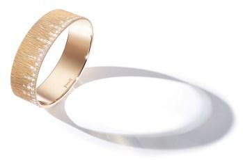 "Brazalete Extremely Piaget ""Décor Palace"" en oro rosa de 18 quilates engastado con 72 diamantes talla brillante (aprox. 2,79 quilates)."