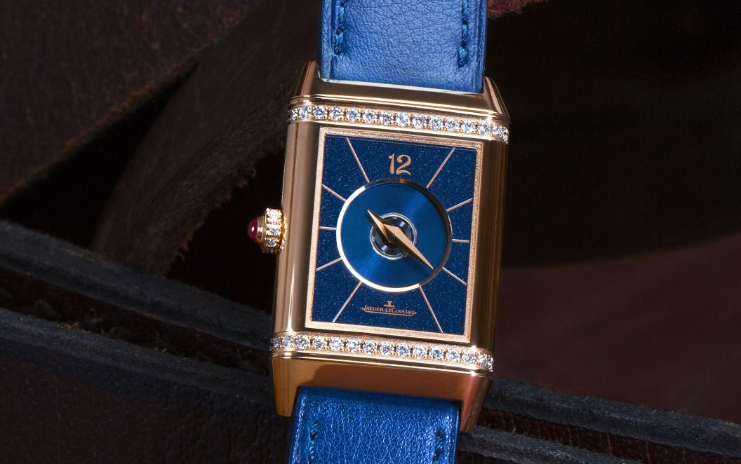 jaeger-lecoultre_polo_ambassador_clare_milford_haven_personalises_her_reverso_watchc_johann_sauty_4
