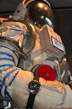 Seiko Spring Drive Spacewalk and EVA by Richard Garriott (2/2)
