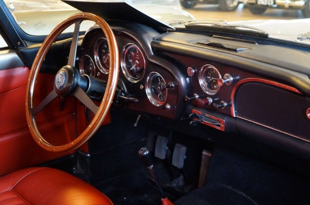 Aston Martin DB4 Superleggera interior