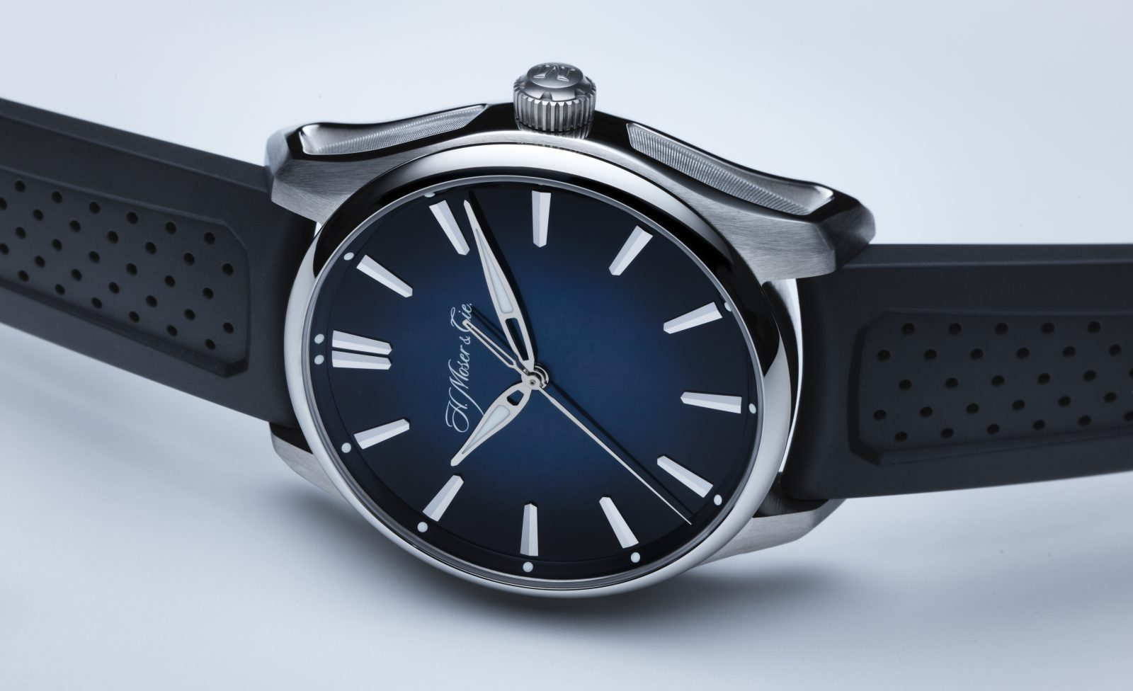 """H. Moser & Cie Pionner Centre Seconds in steel with a midnight blue """" FUMÉ"""" dial"""