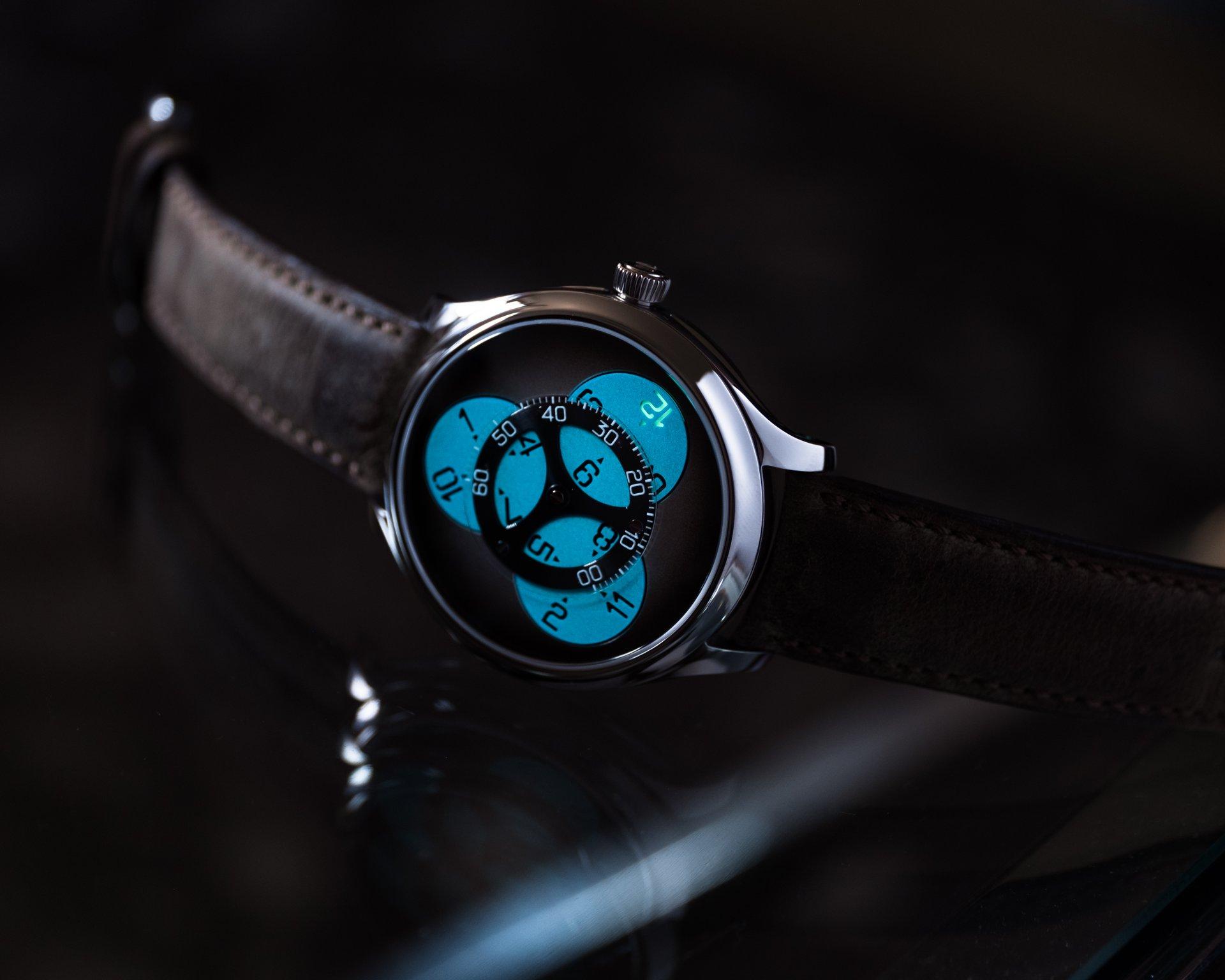Endeavour Flying Hours SuperLuminova® Blue