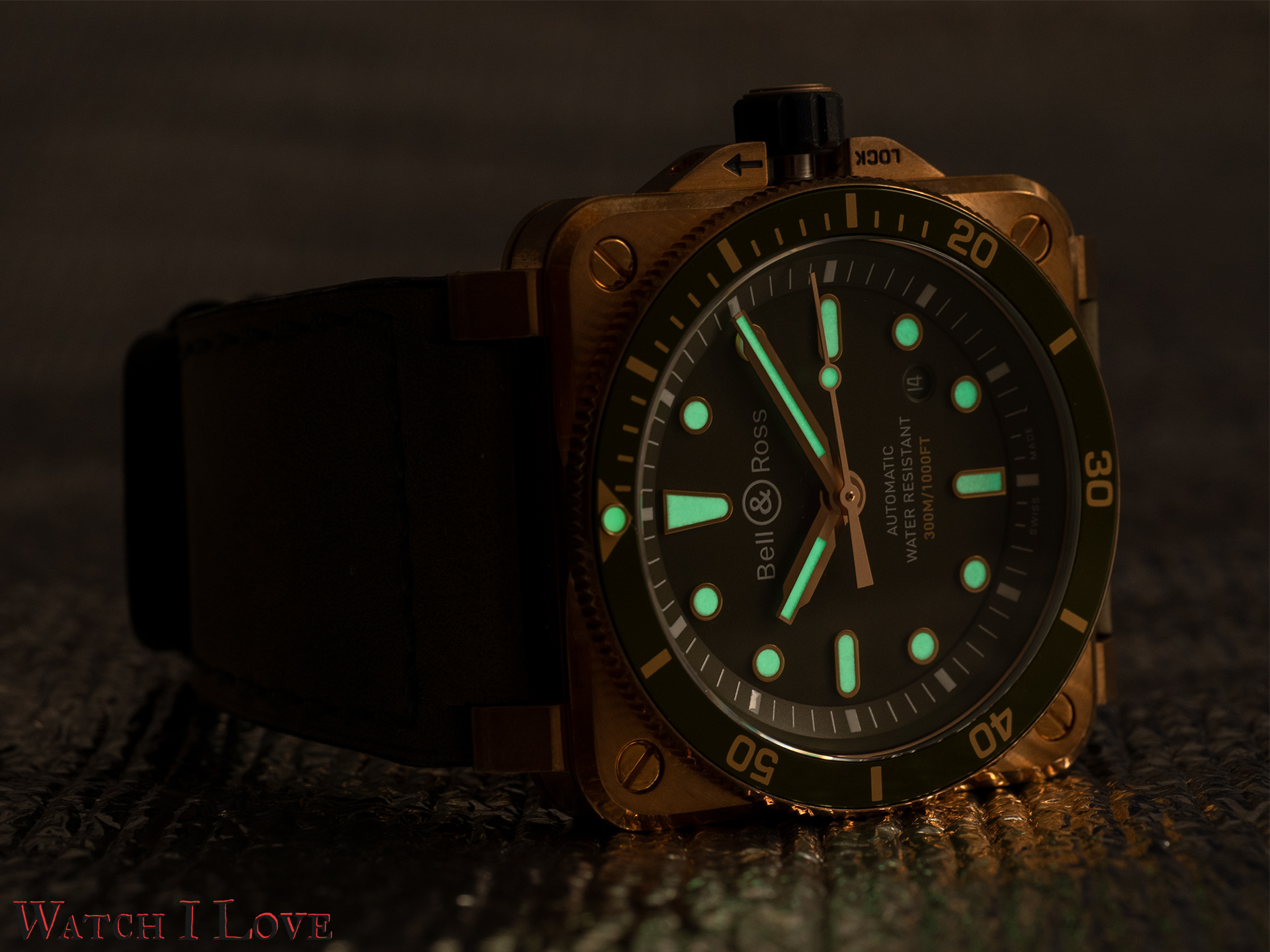 The low light view of the BR03-92 Green Bronze Diver.