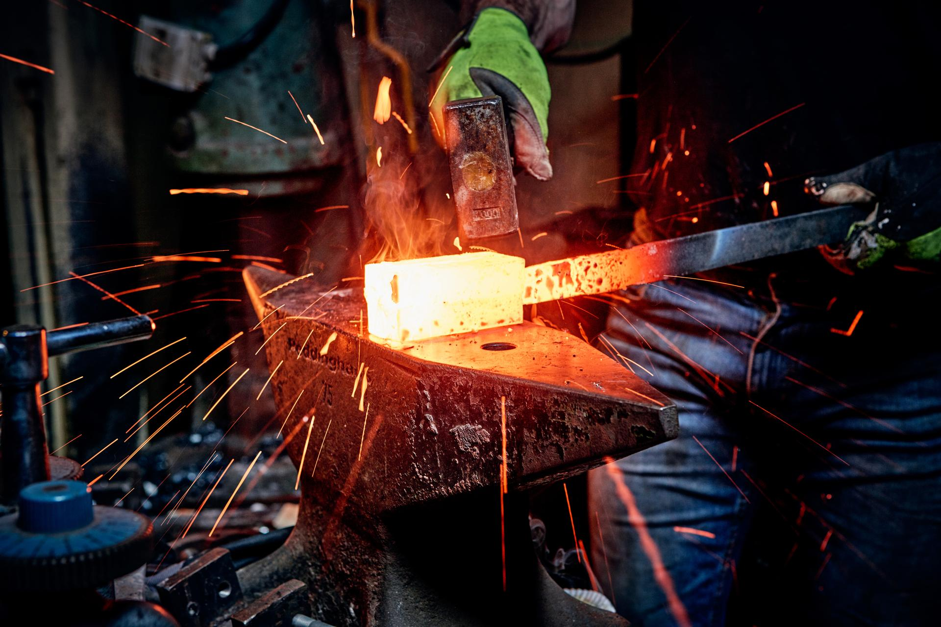Making of Damascus steel: forged by hand