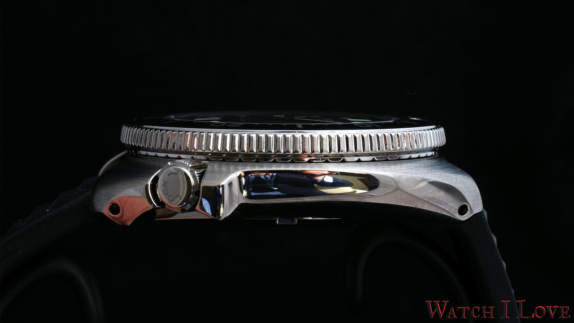 The profile view of the SLA033J1 with a clear view to the crown