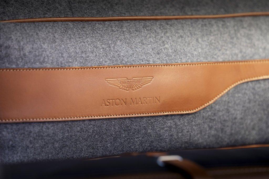 Aston Martin DBX pet pack