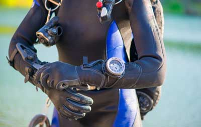 diver with large watch bezel