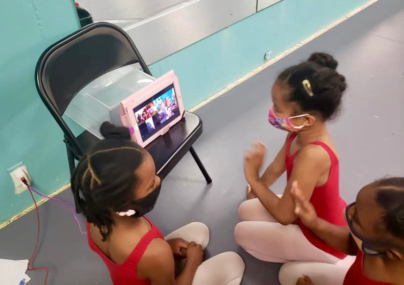 young ballet dancers look at iPad showing students