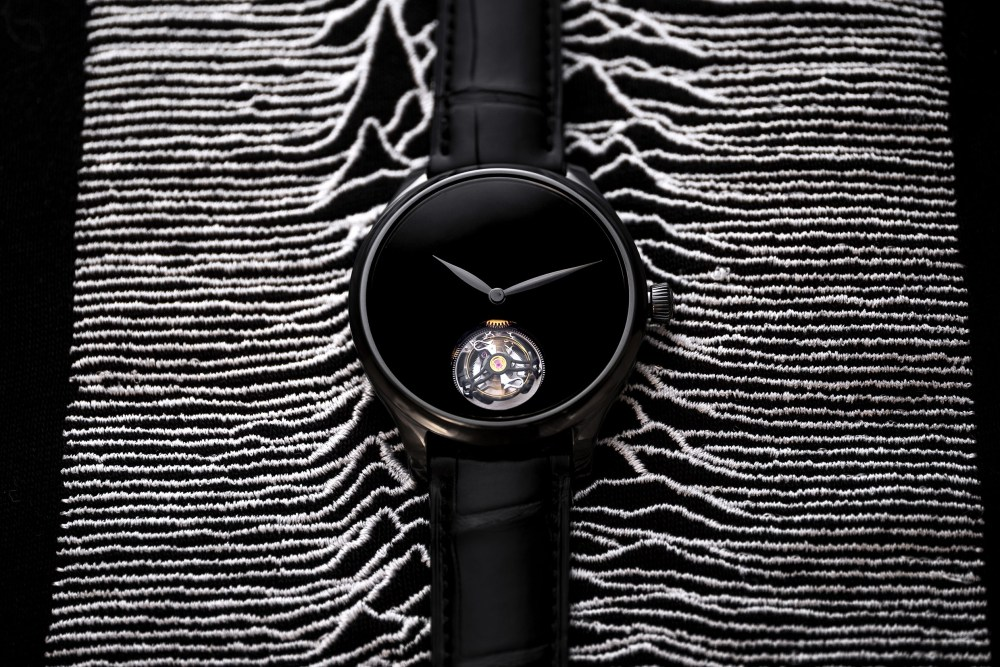 Endeavour Tourbillon Vantablack Black Hands 1804 1206 Lifestyle 01 2