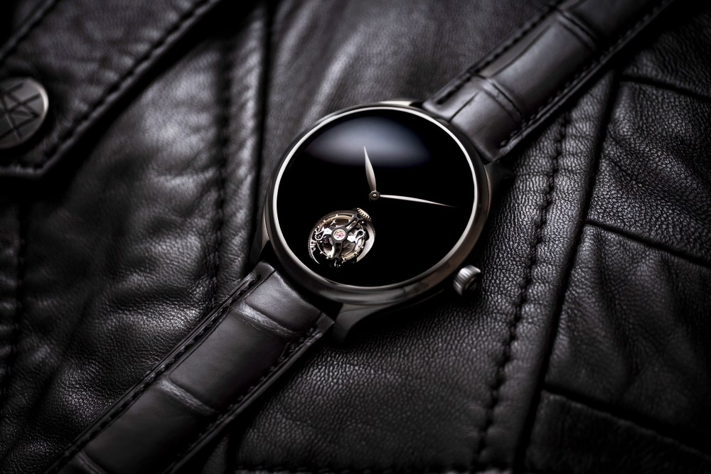 Endeavour Tourbillon Vantablack Black Hands 1804 1206 Lifestyle 02 2