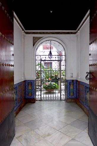Doorway in Seville P1050261