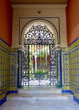 Doorway in Seville P1050321