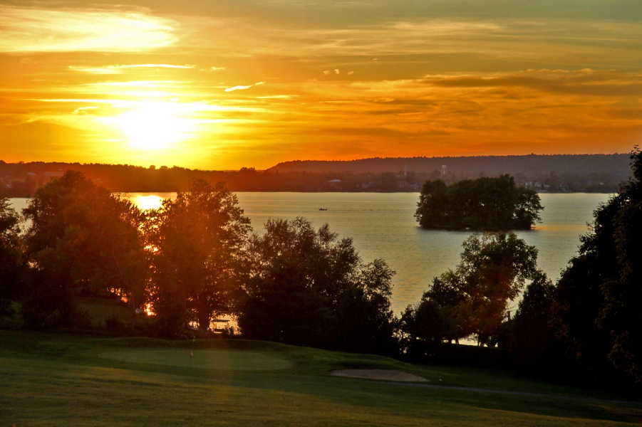 A hole at Rideau Lakes Golf Club, located just a short 5 minute drive away from Watercolour Westport.