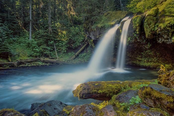 Hiking Waterfalls Washington
