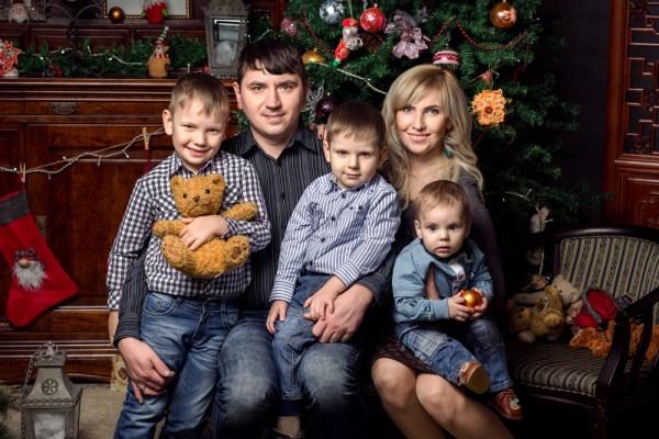 Irish Families Sending Family Portrait Christmas Cards To ...