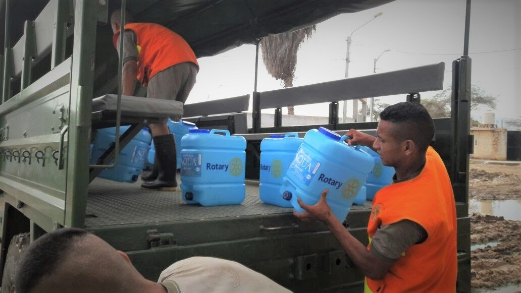 Citizens of Loma Negra deliver safe water to their neighbors.